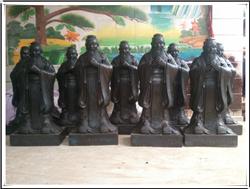 校园BB官网铜像